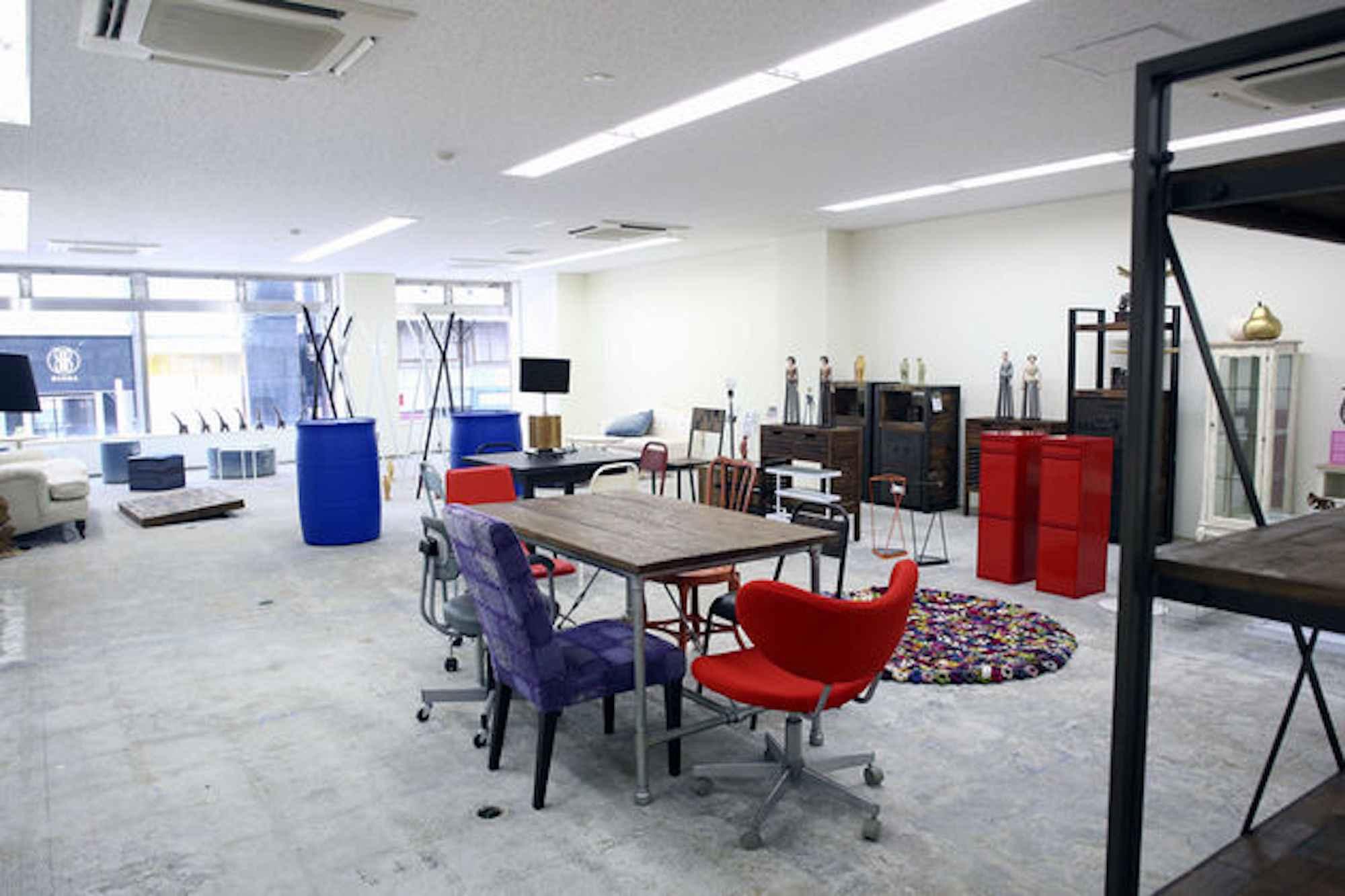 会場のお洒落なイベントスペース「【銀座】CHAIRS」。銀座駅、新橋駅から徒歩圏内でアクセスも良いです
